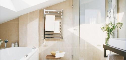 Entre une douche ou baignoire que choisir pour votre salle de bains familiale ?